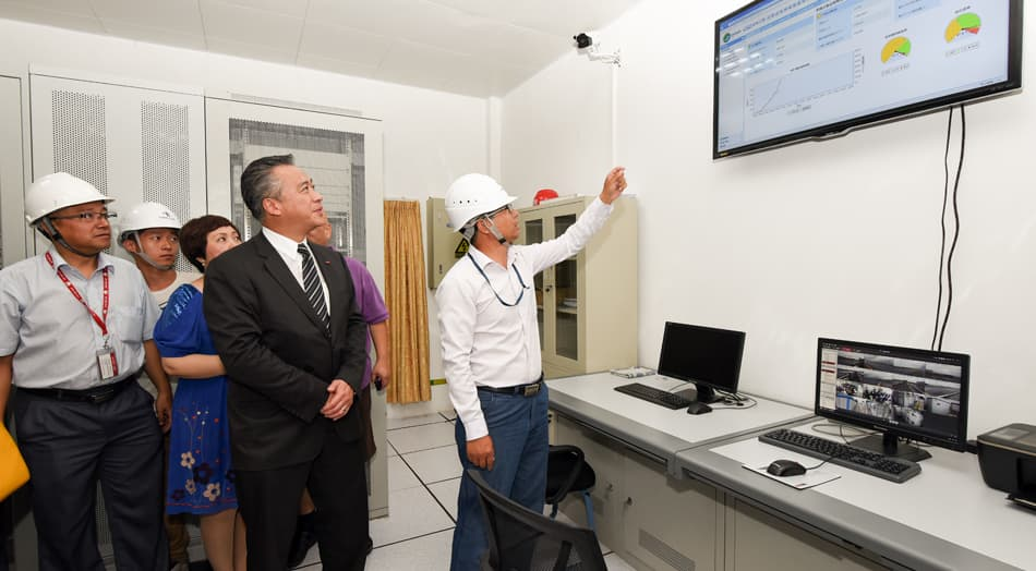 Lee Kum Kee Sauce Group Chairman Mr. Charlie Lee tours around the solar power system of the photovoltaic power station.