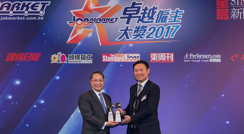"Mr. Derek Wu, Executive Vice President - Global Human Resources of Lee Kum Kee received the ""Employer of Choice Award 2017"" from JobMarket."