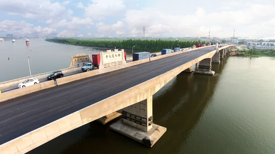 "As the ""Lee Man Tat Bridge"" was opened, the traffic network of Xinhui has seen tremendous improvement and traffic congestions in the region became a scene of the past."