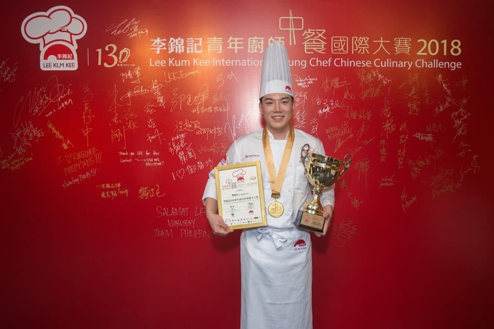 "Winner of ""Lee Kum Kee 130th Anniversary Best Heritage Tasting Award"" and ""Most Creative Award"" Joung Duck Su (Korea), with the winning dish ""130th Anniversary Wealthy Meatballs"" at ""Lee Kum Kee International Young Chef Chinese Culinary Challenge 2018"""